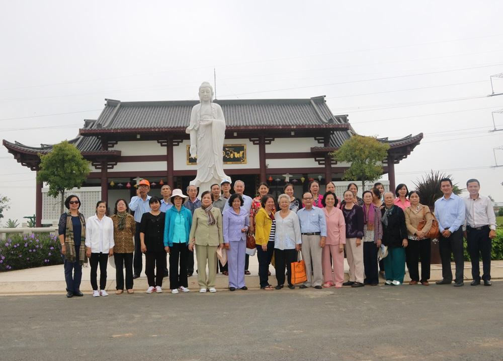 Hội Người cao tuổi Quận 3 TPHCM đến thăm quan công viên.